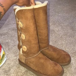 Tan uggs (tall)